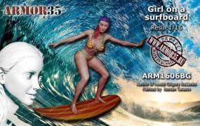 Girl on Surfboard / 1:16