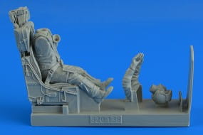 Modern German Luftwaffe Fighter Pilot with ej. seat for F-104G/S (M.B. GQ-7A ej. seat) - Italeri - /